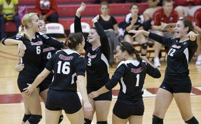 Volleyball team celebrates victory over Toledo
