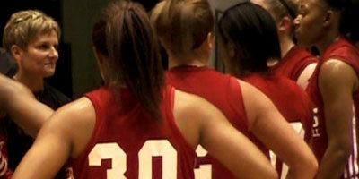 Kathi Bennett talks to the NIU women's basketball team.
