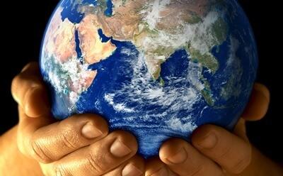 hands-holding-globe_web