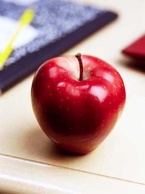 Photo of an apple on a teacher's desk