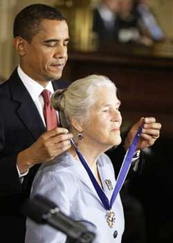 President Barack Obama presents Dr. Janet Rowley with the Presidential Medal of Freedom.