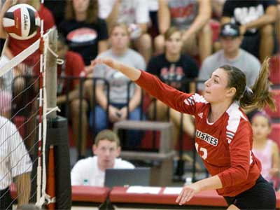 Volleyball tops Toledo, Wicinski nets 39 kills