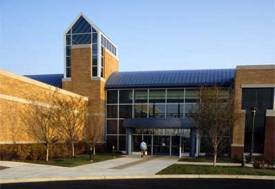 NIU-Hoffman Estates offers 20,000 square feet of meeting space, including an auditorium, networked computer labs and a video conference room.