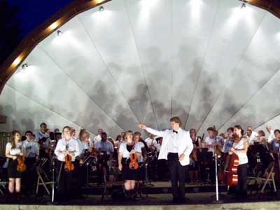 Linc Smelser and the Kishwaukee Symphony Orchestra at the Hopkins Park Bandshell.