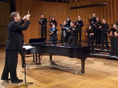Eric Johnson conducts NIU choral students.