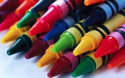 A photo of crayons