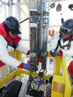Powell and Scherer recover sediment cores.