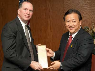 Christopher McCord, dean of the NIU College of Liberal Arts & Sciences, and Thai Ambassador to the United States Chaiyong Satjipanon.