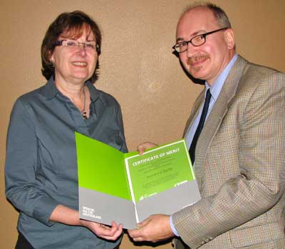 Katharina Barbe receives her Certificate of Merit from Christoph Veldhues, director of Language Programs North America for the Goethe-Institut.
