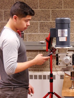 Freshman mechanical engineering student Antonio Aguilar Jr. works with Nicholas Pohlman in the College of Engineering & Engineering Technology.