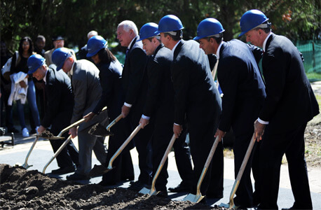 Illinois Gov. Pat Quinn led a groundbreaking ceremony Monday, Sept. 22.