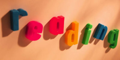 "Photo of the word ""reading"" in refrigerator magnet letters"