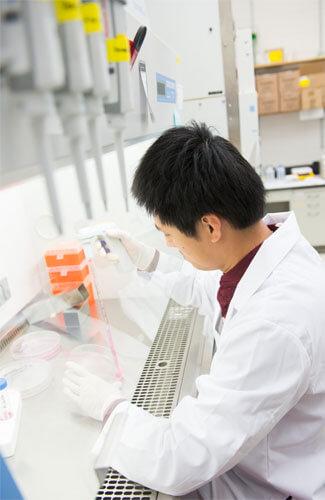 NIU biology student