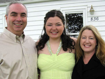 Daphne Voorhis (center) embraces her parents, Phil and Jana.
